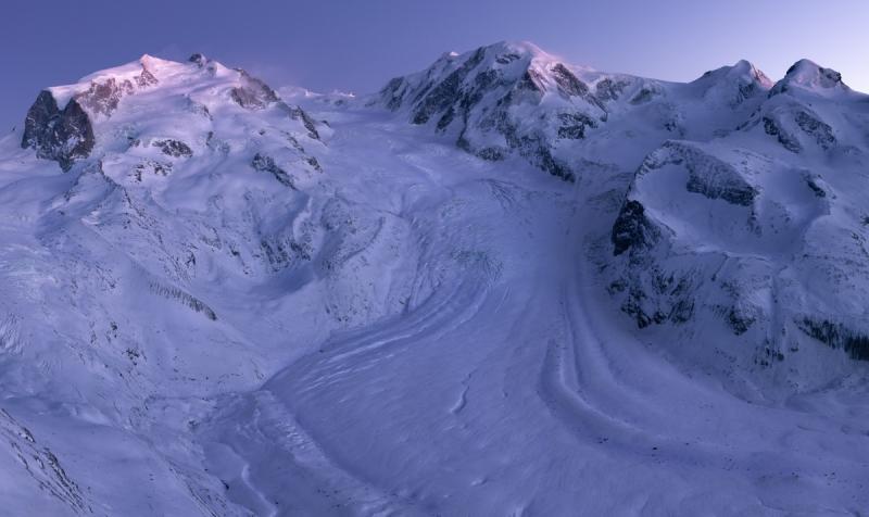 Het Monta Rosa massief met een schitterende gletsjer.