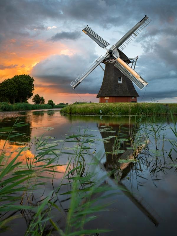 molen-dikke-wolken-zonsondergang